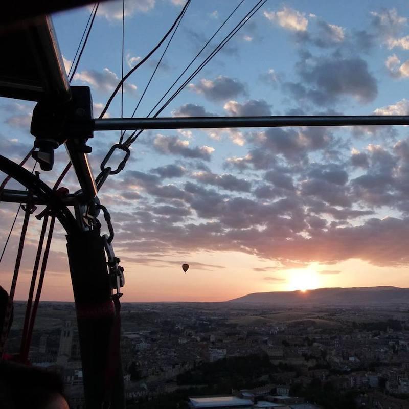 Disfrutando el vuelo en globo