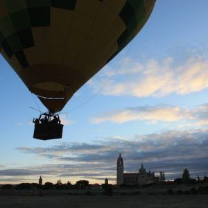 Despegue vuelo en globo en Segovia