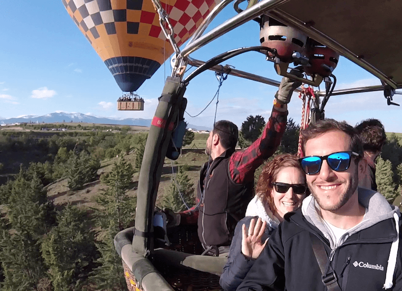 couple flying on hot air balloon