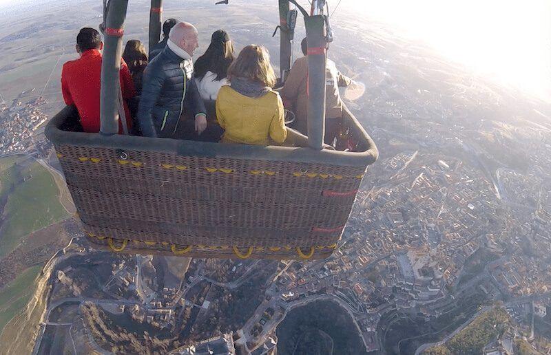 Alcazar de Segovia desde el vuelo en globo en Segovia