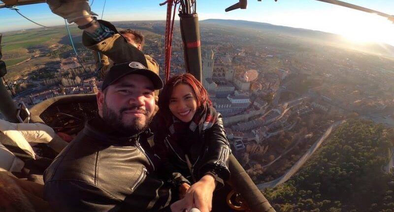 disfrutando el billete vuelo en globo en Segovia