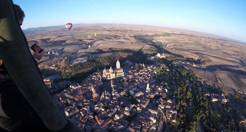 las vistas en el vuelo en globo en Segovia
