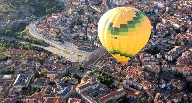 Viaje en globo en Segovia vistas acueducto